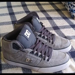 DC shoes men's/ woman's skate board shoes